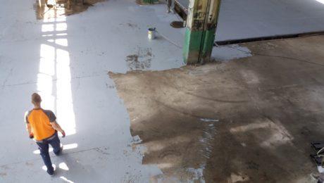 Почистване, частино възстановяване и защита на индустриален бетонов под